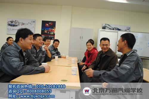 北京万通毕业生和校长亲切交谈